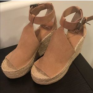 Brand New Marc Fisher Annie Wedge Tan Suede size 8